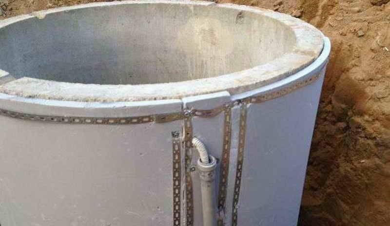 Как утеплить колодец из бетонных колец: внутренне и внешне
