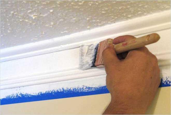 Какой краской покрасить потолочные плинтуса