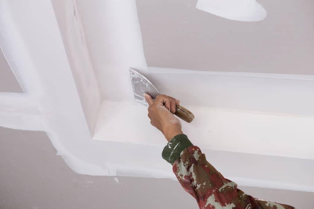 Штукатурка потолка своими руками под покраску и выравнивание на видео