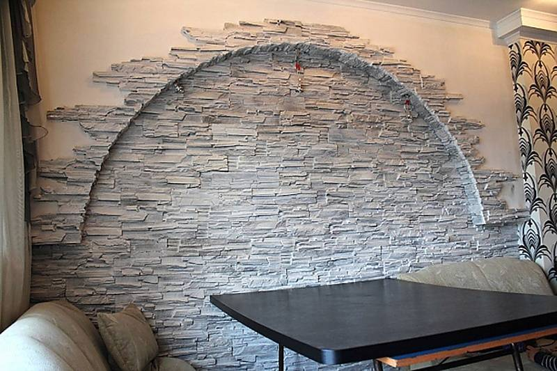 Декоративный камень в прихожей (92 фото): варианты внутренней отделки стен коридора искусственным камнем. оформление интерьера