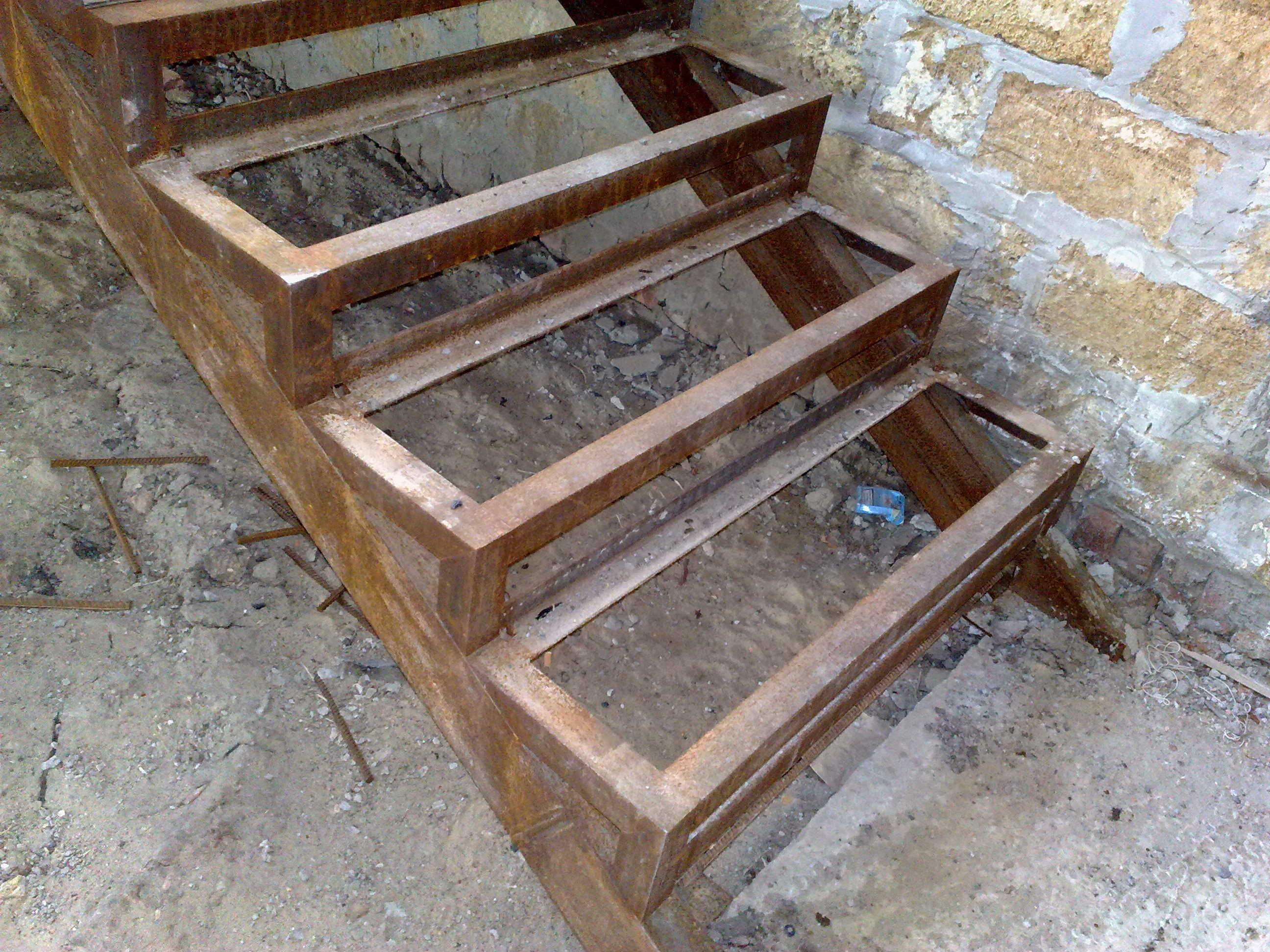 Лестницы для погреба своими руками: 4 варианта
