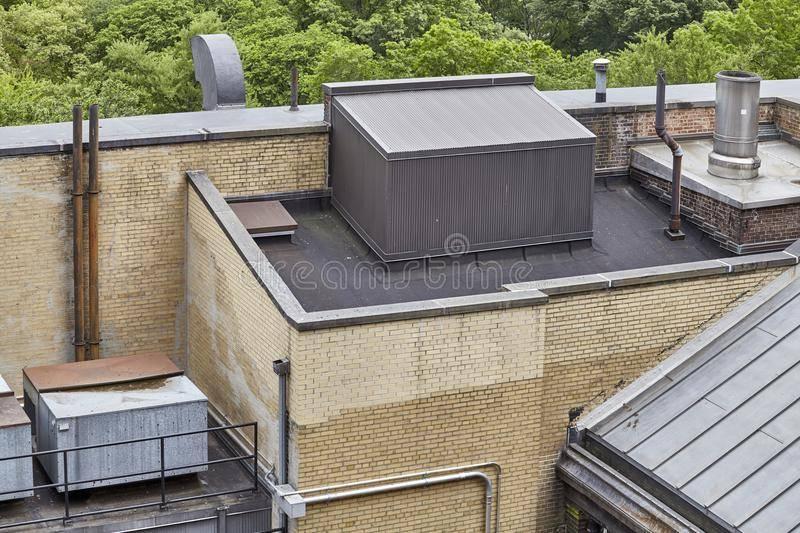 Вентиляционное оборудование кафе допустимо на крыше пристройки или должно выводиться на крышу дома