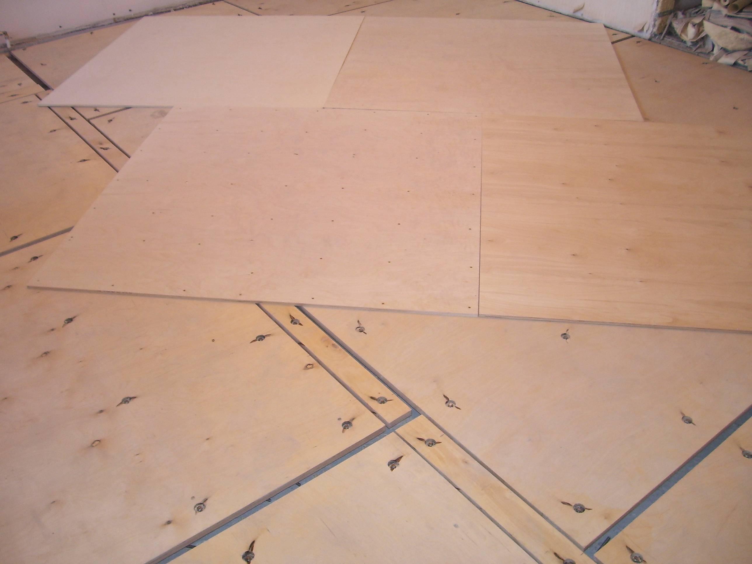 Укладка фанеры на деревянный пол: какая толщина плит, подложка, чем крепить (видео)