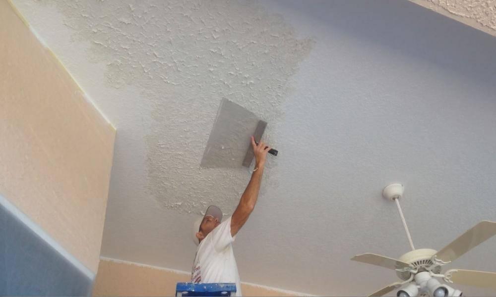 Особенности выравнивания потолка штукатуркой