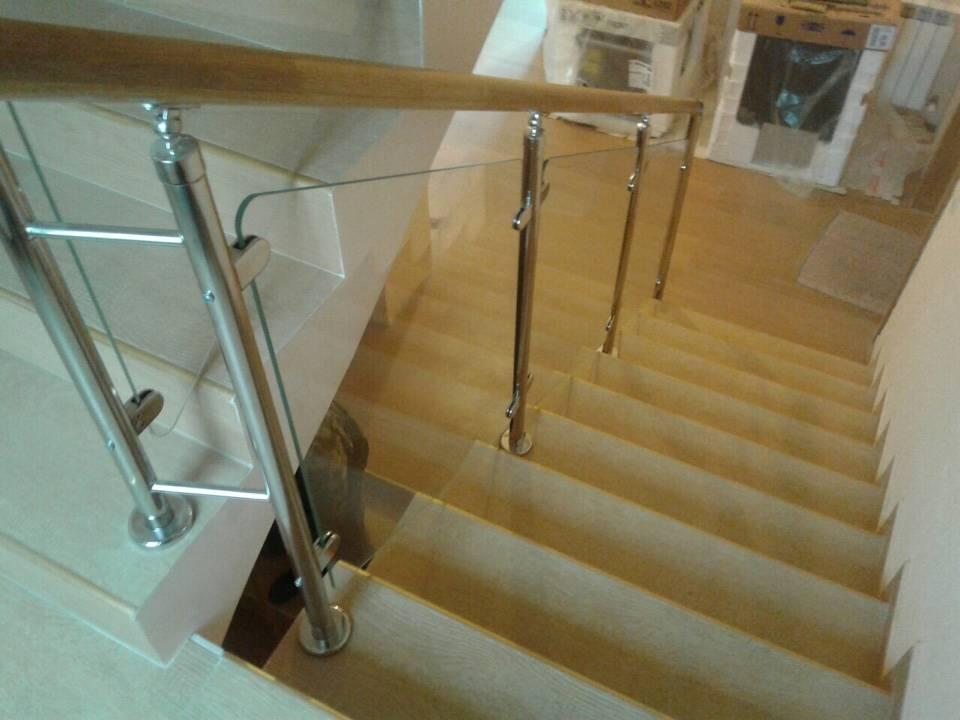 Стеклянные перила (39 фото): ограждения из стекла для лестниц, установка держателя, фурнитура и профиль для крепления