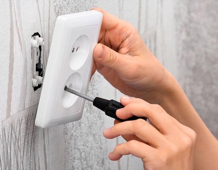 Как заменить розетку в стене самостоятельно: этапы монтажа
