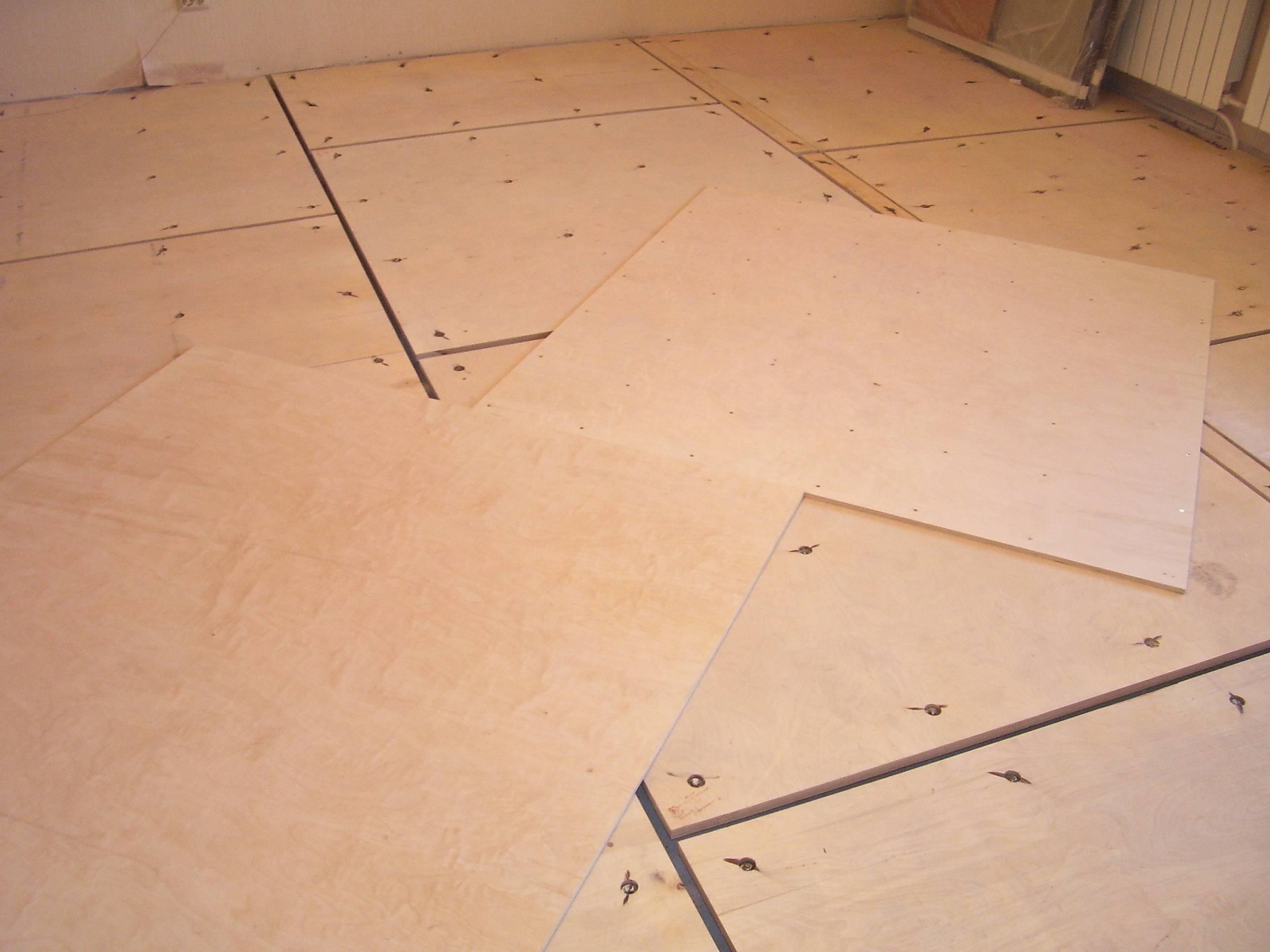 Как правильно положить фанеру на деревянный пол