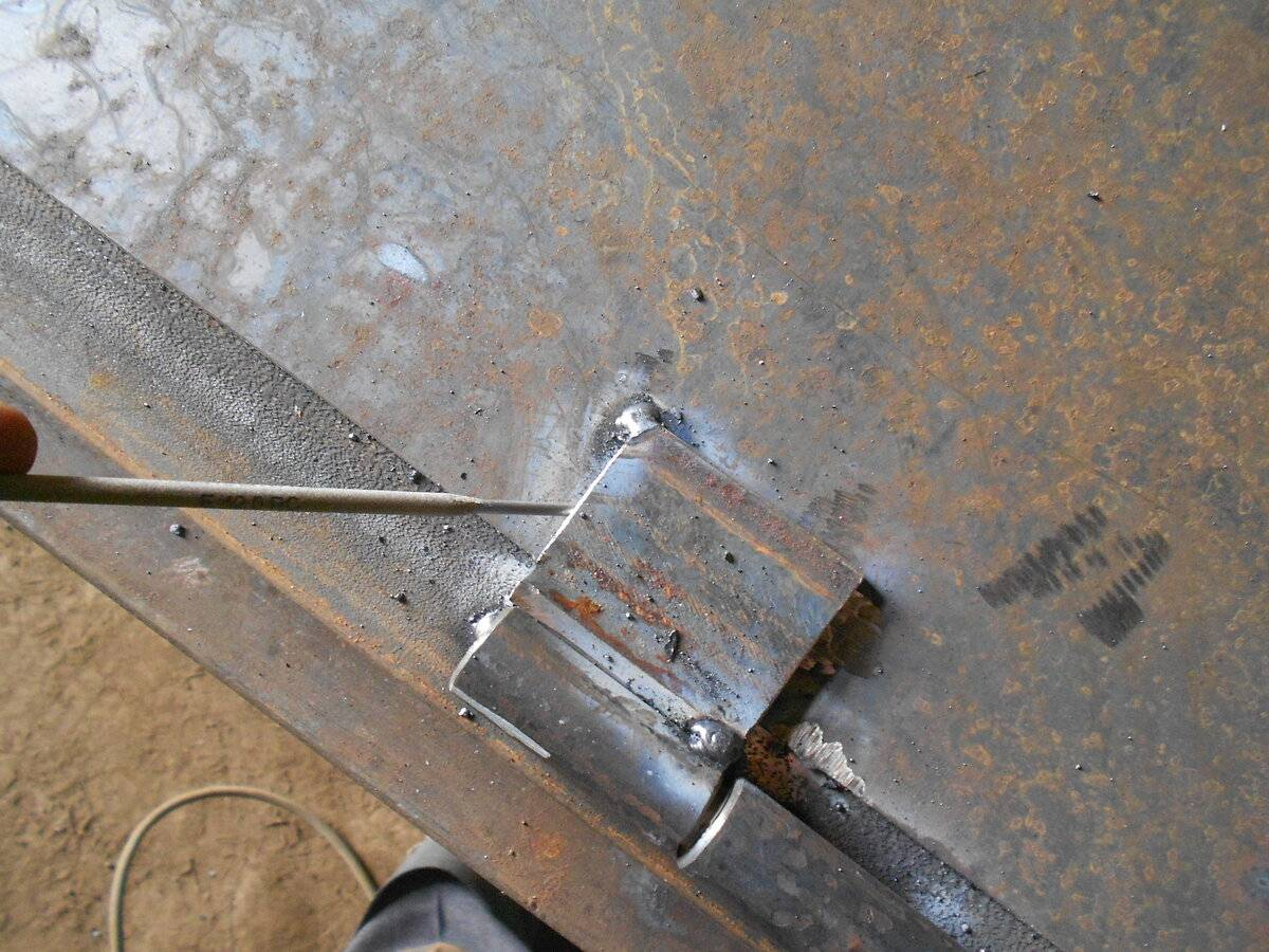 Как правильно приварить петли на металлическую дверь: способы и полезные рекомендации