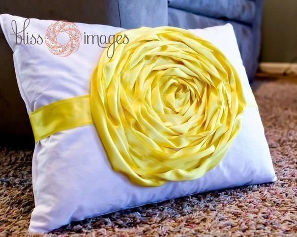 Декоративные подушки: применение и преимущества декоративных подушек в интерьере. варианты цветовой гаммы, рисунков и узоров (фото + видео)