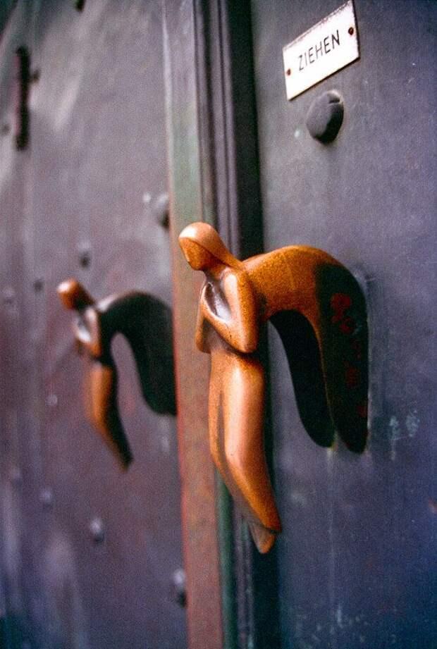 Самодельные гаражные замки с падающим ключом