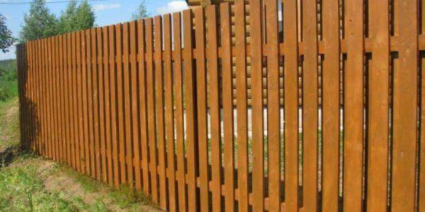 Забор из дерева своими руками [75 фото]