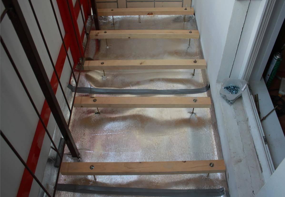 Как сделать пол на балконе: монтаж деревянного пола своими руками