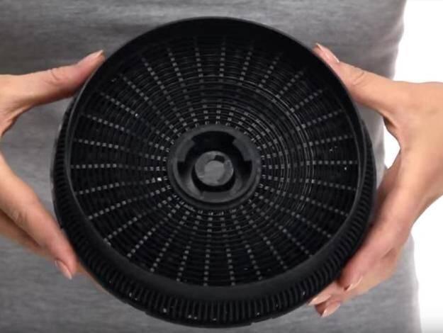 Угольные фильтры для вытяжки: варианты для встраиваемых устройств без отвода, лучшие универсальные фильтрующие элементы для кухни, отзывы