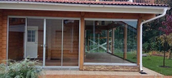 Остекление террасы раздвижными конструкциями – виды и особенности