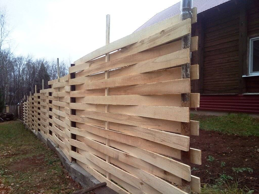Как сделать деревянный забор: пошаговая инструкция (3 фотоотчета)