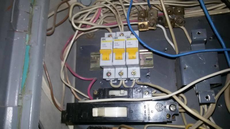 Как отключить свет в квартире через щиток