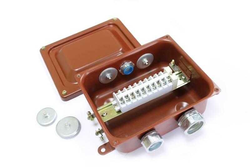 Клеммная коробка: виды распределительной системы и варианты соединения проводов в ней