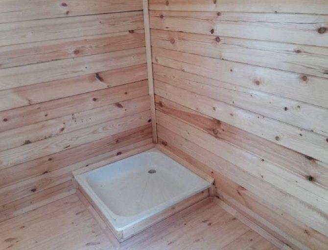 Моечная в бане – как сделать душ своими руками