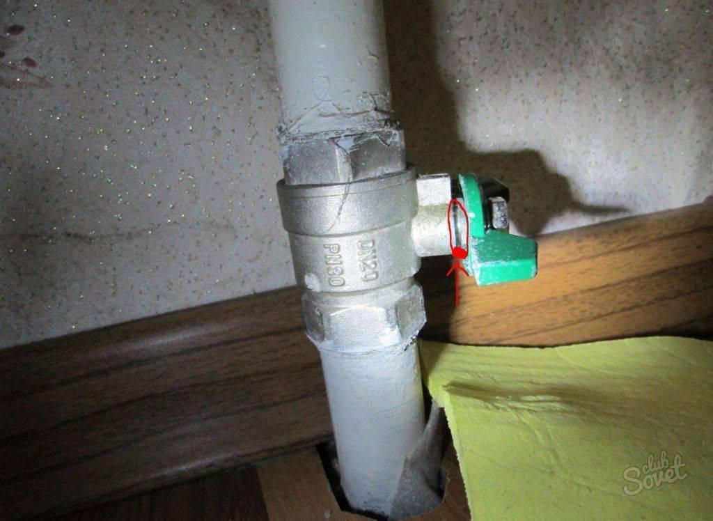 Течет батарея отопления: как устранить неполадку?