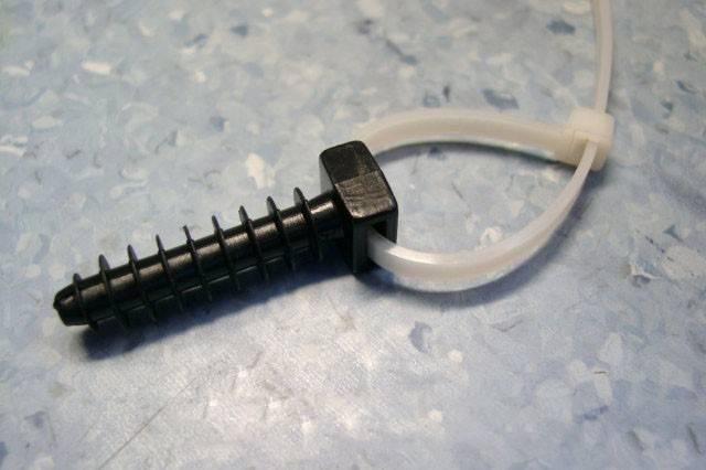 Крепление кабеля к стене: как закрепить, все способы, чем крепить провода на стене