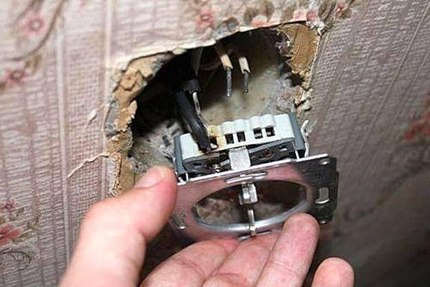 Как починить розетку если она не работает а свет есть