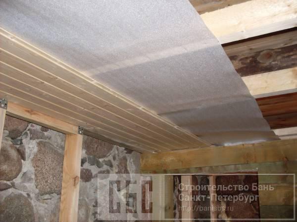 Как самостоятельно произвести работы по утеплению потолка в бане