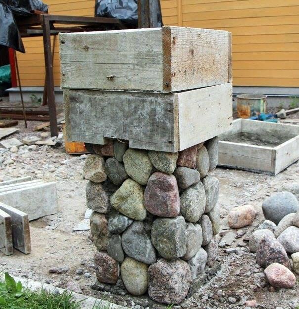 Надёжный забор из камня своими руками