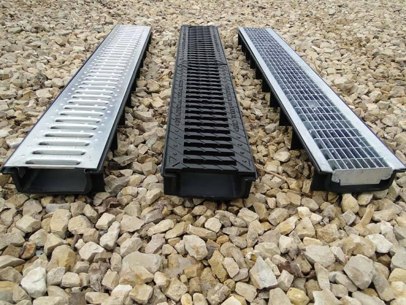 Лоток водоотводный бетонный с чугунной решеткой: установка, размеры