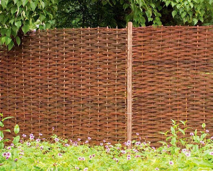 Как сделать и сплести забор из веток своими руками: фото и видео