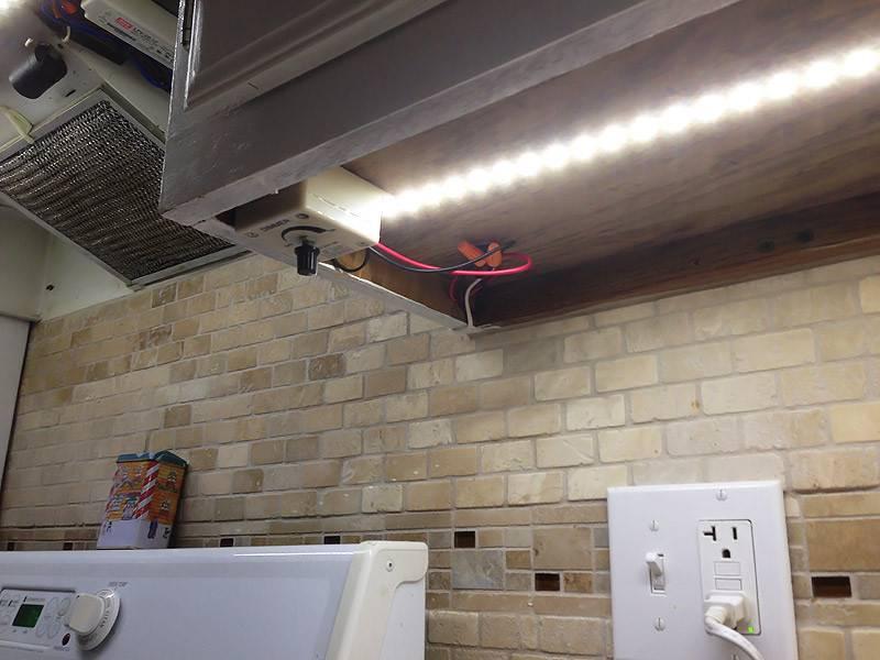 Светодиодная лента на кухне: фото, установка, особенности