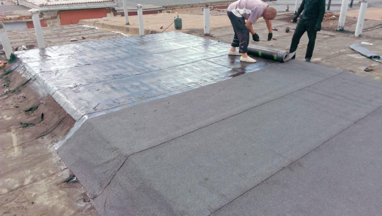Как покрыть крышу рубероидом: виды материалы и технологии их укладки