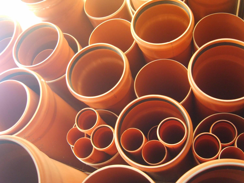 Чем отличаются серые канализационные трубы от оранжевых   в чем разница