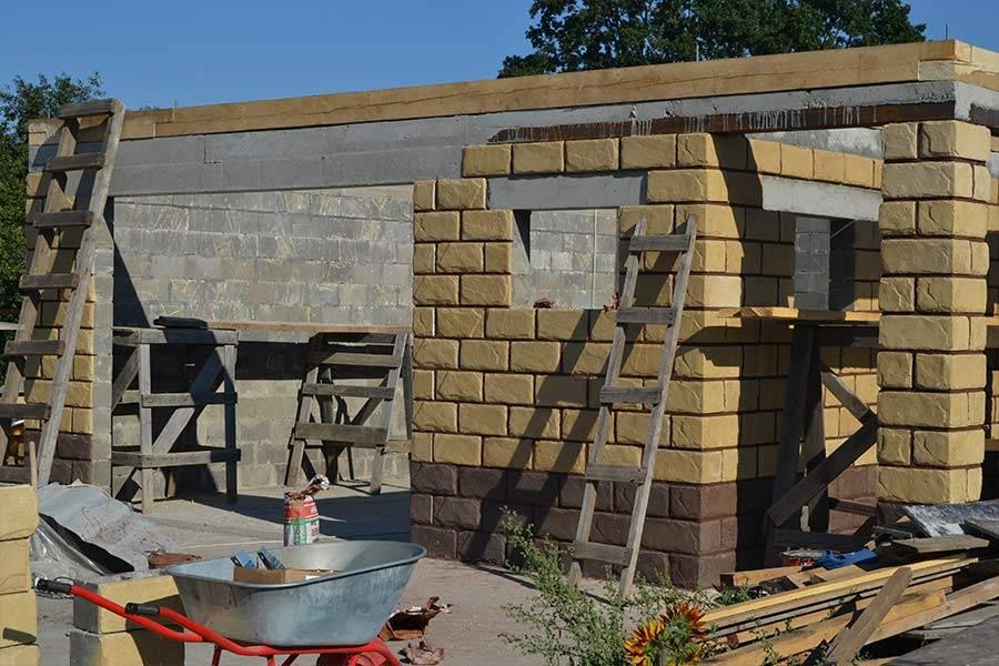 Гараж из блоков: из каких лучше строить: газосиликатные, пеноблоки, газоблоки или шлакоблоки, из чего построить фундамент, этапы строительства, размеры и фото-материалы