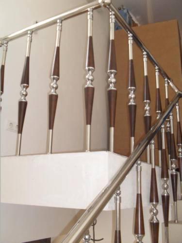 Виды стеклянных ограждений лестниц и способы их монтажа