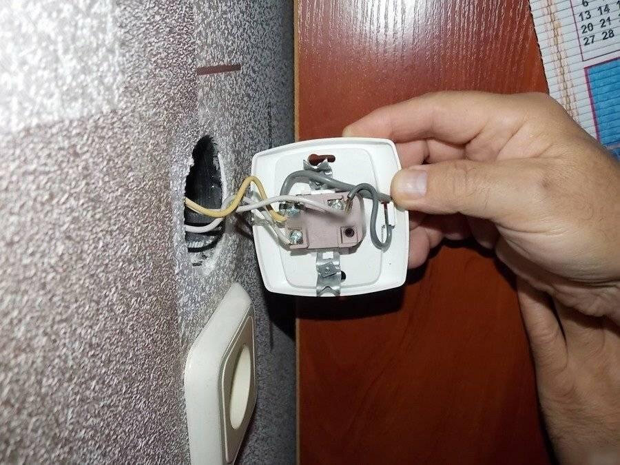 Основные причины почему холодильник трещит или щелкает во время работы