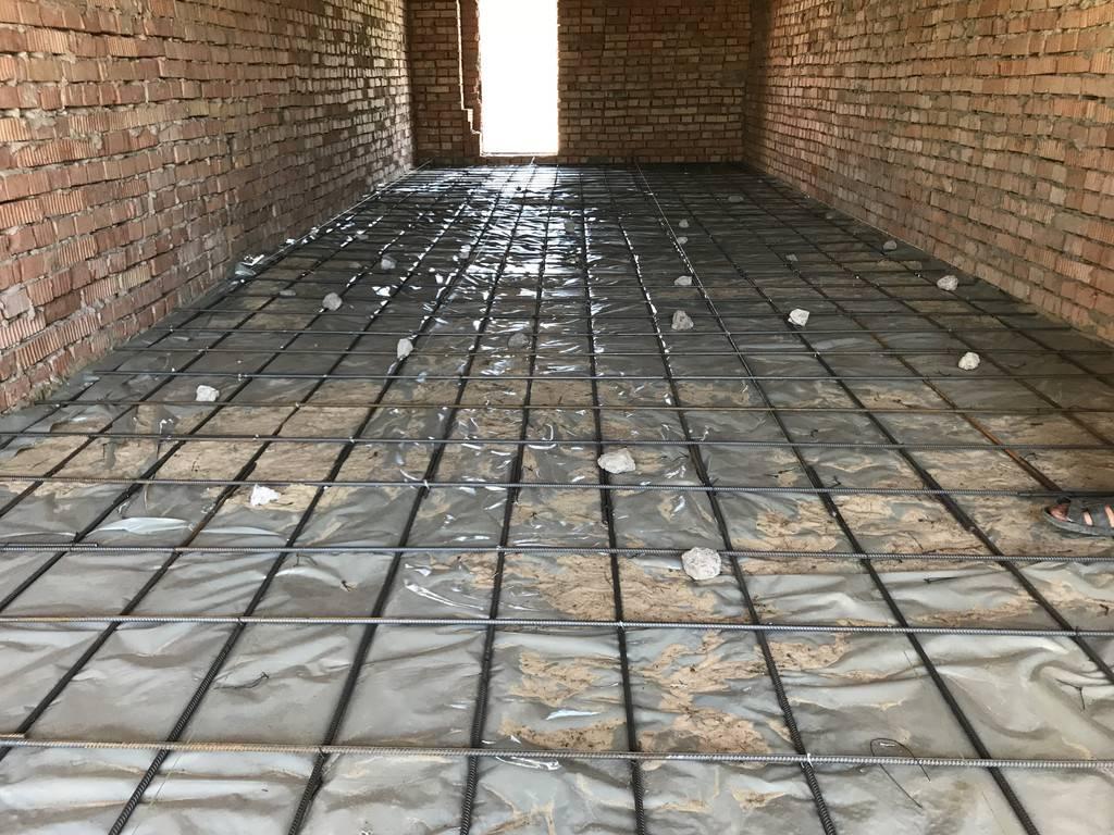 Бетонный пол в гараже: как залить бетон своими руками, тонкости заливки, выбор краски для покрытия, чем покрасить