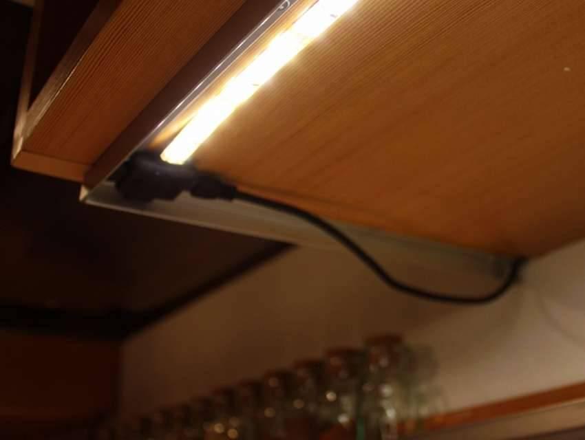 Подсветка полок светодиодной лентой: выбор ленты, монтаж, особенности