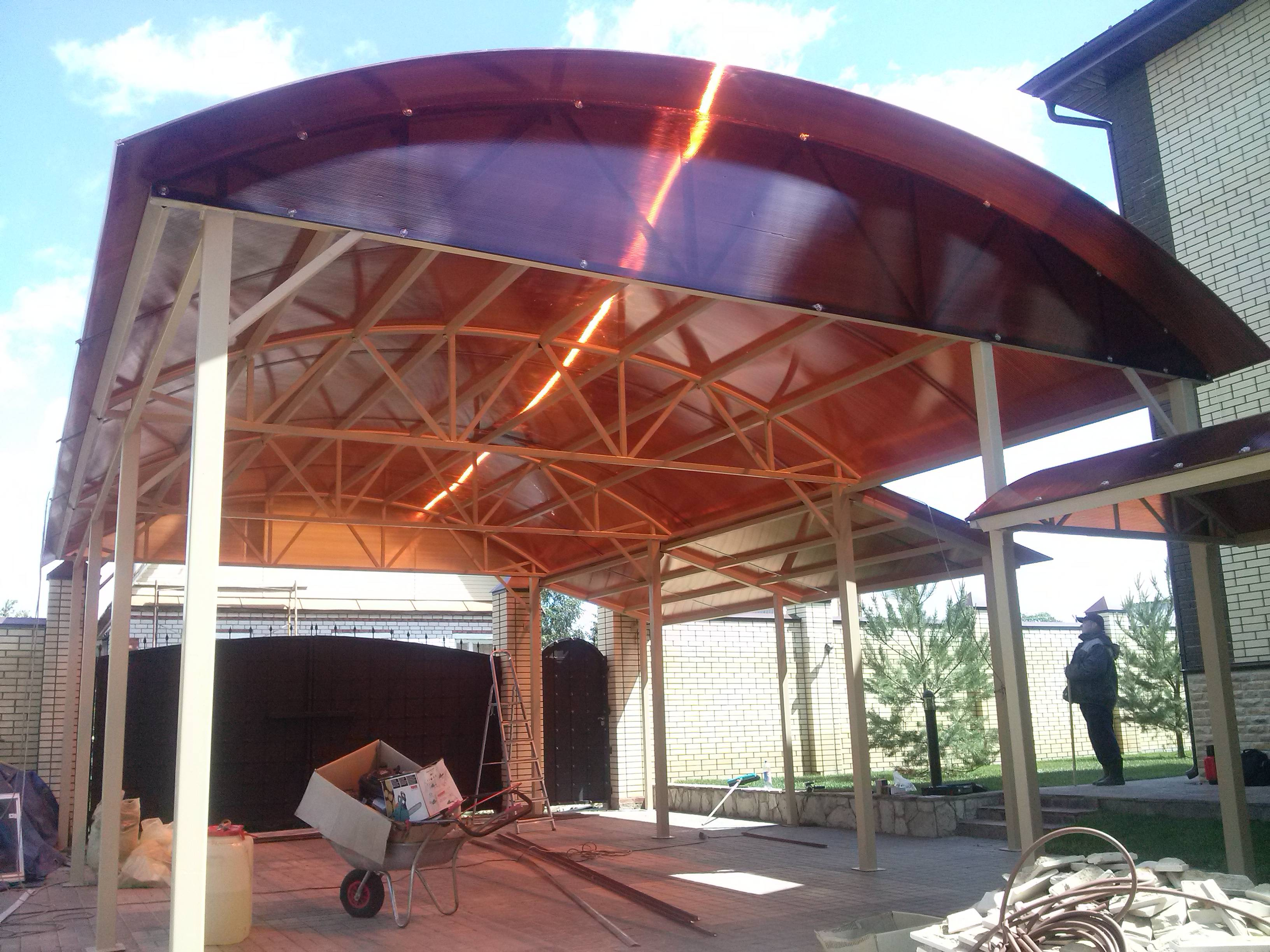 Беседка с односкатной крышей (64 фото): варианты из поликарбоната с плоской, двухскатной и четырехскатной кровлей, модели с вальмовой крышей