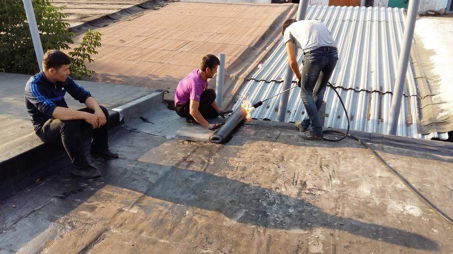 Ремонт крыши с рубероидом своими руками: какие типы покрытия кровли лучше, как их правильно укладывать