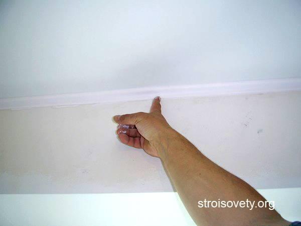 Потолочный плинтус для натяжного потолка: виды