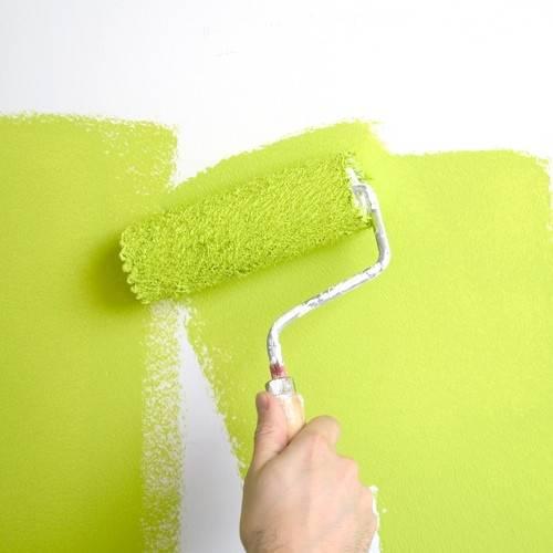 Покраска стен водоэмульсионной краской своими руками без разводов: правильная технология (видео)