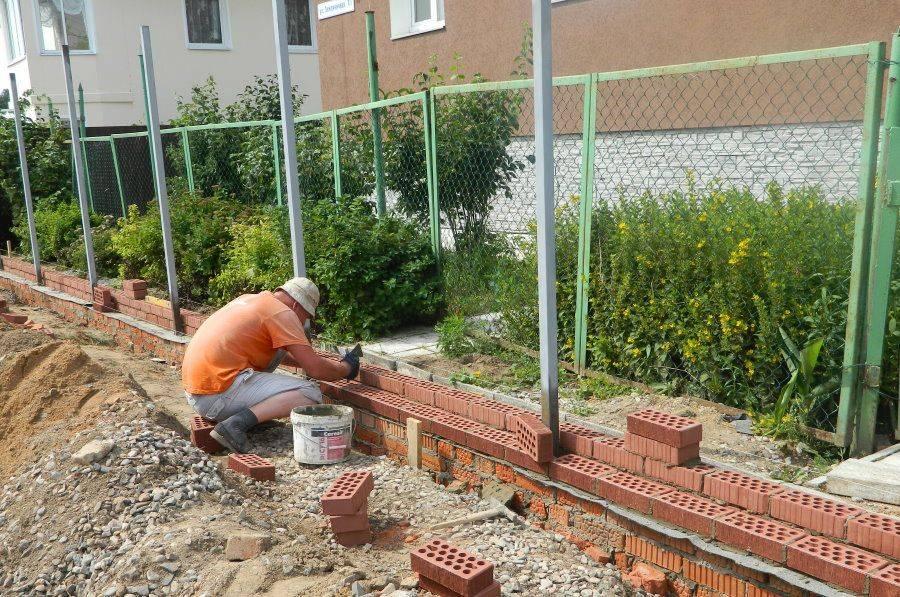 Подбор камня для строительства забора – пошаговая инструкция по установке