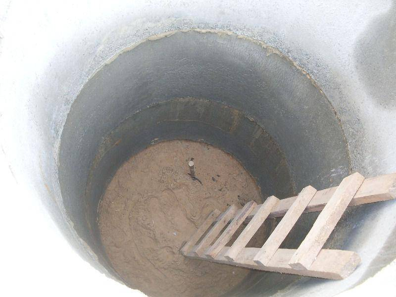 Как почистить выгребную яму с помощью химии