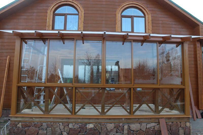 Остекление веранды и террасы – важные особенности, используемое стекло и дополнительные материалы, фото и видео