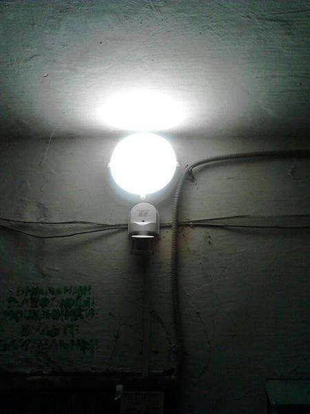 Светодиодный светильник с датчиком движения: устройство, принцип работы, монтаж и настройка