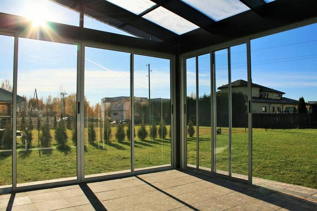 Раздвижные окна для веранды: остекление террасы раздвижными конструкциями, алюминиевые окна для беседок, сдвижные рамы