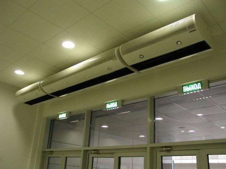 Тепловая завеса на входную дверь, как правильно выбрать, а также особенности ее эксплуатации