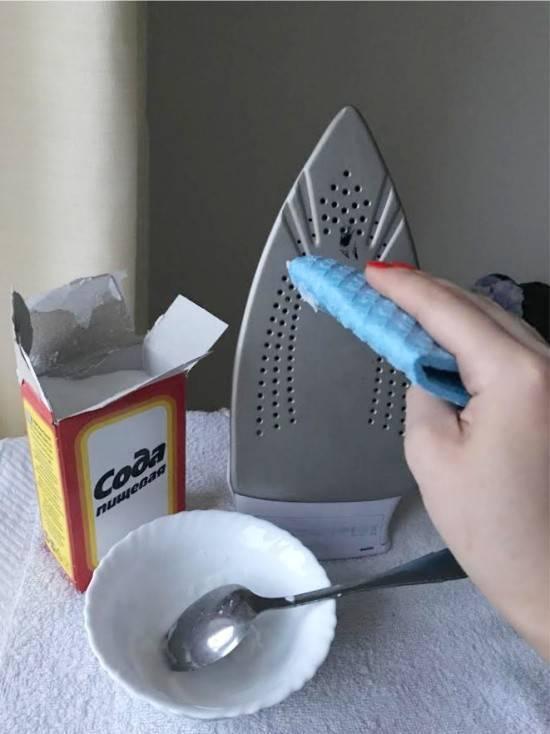 Как очистить утюг от нагара подручными средствами