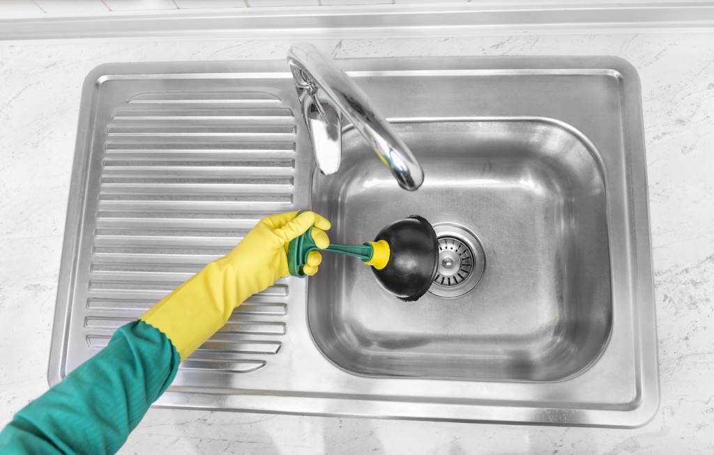Как прочистить засор в раковине? как устранить с помощью соды и уксуса в домашних условиях, если засорилась раковина, как почистить и убрать пробку, устранение засора