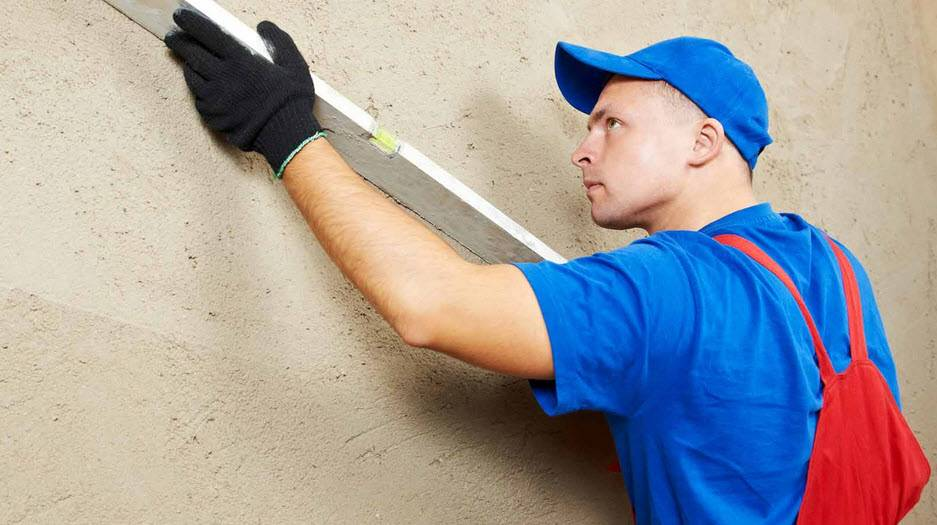 Как правильно выровнять стены в квартире своими руками, способы выравнивания стен в доме - vira
